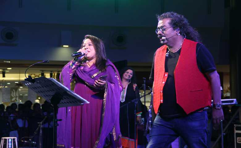 Singer Hariharan Shares His Stage with a Female Singer in a Grand Event Organized by prominent Event Management Company